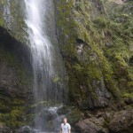 In Giron am Wasserfall